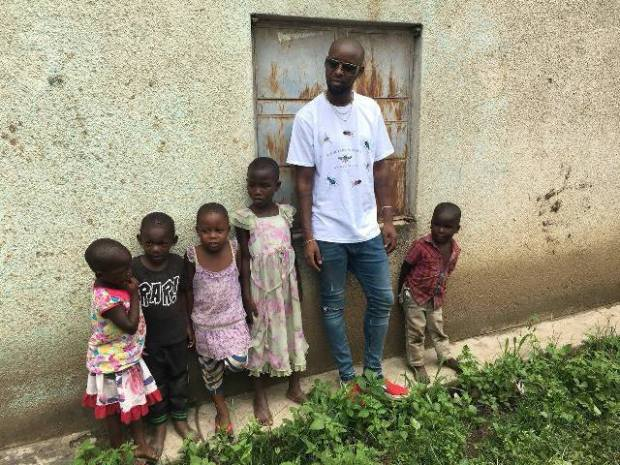 Eddy Kenzo supplied street kids with some simple donations as a give back sign.